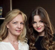 """Kartu su mama Lina į renginį atėjusi Gabrielė Martirosianaitė: """"Prašom, pažiūrėkite, kaip aš atrodysiu bėgant metams!"""""""