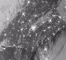 NASA vaizdo įraše iš kosmoso – JAV miestų apšvietimas per didžiąsias šventes