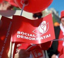 """Populiariausi išlieka socialdemokratai, """"darbiečių"""" populiarumas smunka"""