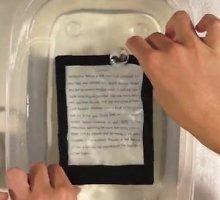 Pristatyta vandeniui atspari elektroninė knygų skaityklė