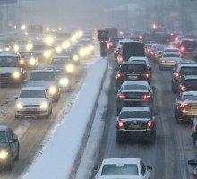Į Rusiją atėjo žiema: lijundra gadina energijos tiekimą, Maskvą užklojo pirmasis sniegas