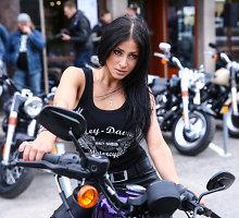 """Šorena, Toma Vaškevičiūtė ir kitos garsenybės neatsispyrė galingiems """"Harley Davidson"""" motociklams"""