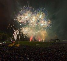Vilniuje nugriaudėjęs fejerverkų festivalis žiūrovus privertė aikčioti iš nuostabos