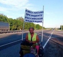 Rusas iš Saratovo pėsčiomis traukia pas Vladimirą Putiną ir neša jam laišką