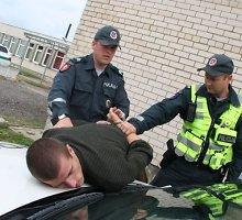 Anykščių policija sulaikė chuliganą, išniekinusį kunigo kapą
