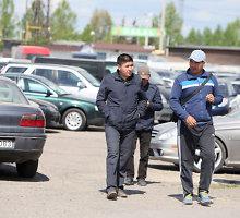 "Nuteista 1 071 automobilį kazachams ir kirgizams ""Regitroje"" įforminusi kaunietė"