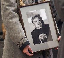 Sunku atsisveikinti su Romualdu Granausku: išėjo moralinis dvasios kamertonas
