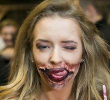 """""""Pasiutusių šūnų"""" premjeroje Monika Šalčiūtė aplinkinius gąsdino zombišku grimu"""