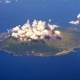 """""""Shutterstock"""" nuotr./Filipinų jūros šiaurėje, aplink Mijakedžimos salą, plytintys vandenys vadinami keliais vardais – Velnio arba Mirties jūra."""