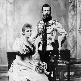 wikimedia.org nuotr./Romanovų dinastijos Rusijos caras Nikolajus II su būsima žmona Vokietijos princese Aleksandra