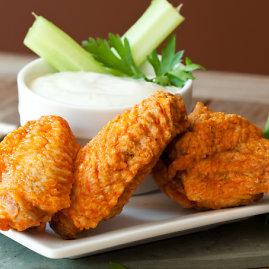 Shutterstock nuotr./Traškūs viščiukų sparneliai