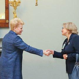 Prezidentūros nuotr./Dalia Grybauskaitė ir Elvyra Baltutytė