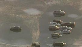 Automobilių stovėjimo aikštele ežero ledą pavertę amerikiečiai pasigailėjo
