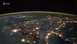 Pasigrožėkite: žaibų šėlsmas iš kosmoso