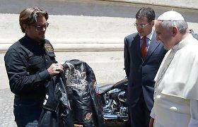 """Popiežius aukcionui pristato savo motociklą """"Harley Davidson"""""""
