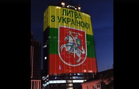 Ant Kijevo dangoraižio – didžiulis Ukrainos sveikinimas Lietuvai