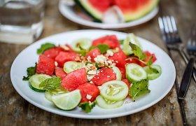 Vakarienei – gaivios salotos. 10 receptų