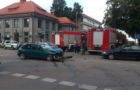 Avarija Utenoje: lengvasis automobilis nepraleido skubančių ugniagesių