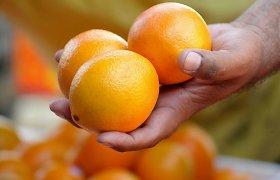Girtas panevėžietis obuolį metė žmonai į nosį, apelsiną – dukrai į galvą
