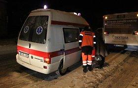 Panevėžyje autobuso ratai prispaudė smėliu nepabarstytoje stotelėje paslydusį penktoką