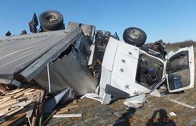 Kėdainių rajone girtas vairuotojas su vilkiku rėžėsi į čeko vairuojamą mašiną