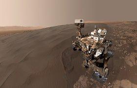"""Marsaeigis """"Curiosity"""" atsiuntė dar neregėtas Marso kopų nuotraukas"""