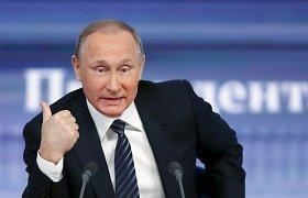 Vladimiras Putinas metinėje konferencijoje dūsavo dėl ekonomikos, šaipėsi iš Turkijos ir pripažino, kad Ukrainoje veikė Rusijos agentai