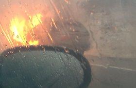 Greitkelyje Vilnius–Panevėžys sudegė BMW visureigis