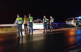 Mažeikių rajone policijos automobiliui kelią pastojusi stirna neišgyveno