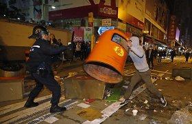 Honkonge kilo nelegalių prekeivių susirėmimai su policija