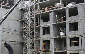 Vilniuje stipriai susižalojo nuo metalo konstrukcijos nukritęs statybininkas