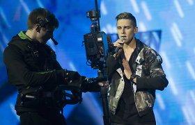 """Ketvirtoji """"Eurovizijos"""" atrankos laida: iškrito du dalyviai, lyderis – Donatas Montvydas"""