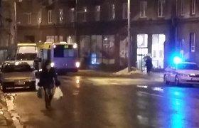 Vilniaus centre žioplas mikroautobuso vairuotojas rėžėsi į keleivinį autobusą