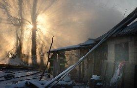 Anykščių rajone gaisras įkalino gyvulius: ūkininkui pavyko išgelbėti tik 50 avių