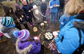 Užgavėnės Rumšiškėse: svečiai dalijosi 80 kilogramų blynų tortu