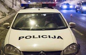 """Panevėžio policija kviečia atvykti iš avarijos pasišalinusį """"Passat"""" vairuotoją"""