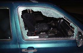 Sekmadienio linksmybės Mažeikiuose: chuliganai siautėdami apgadino 20 automobilių