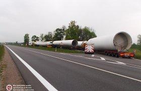 Lenkai per Lietuvą be leidimų vežė milžiniškas vėjo jėgainės detales