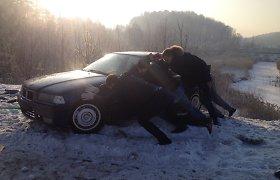 Vilniuje į BMW avariją užsižiopsojęs vairuotojas sukėlė dar vieną eismo įvykį