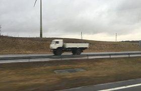 """Lietuvoje pastebėti sunkvežimiai, primenantys rusų """"humanitarinės pagalbos"""" vilkikus"""