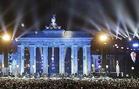 Tūkstančiai balionų pakilo į dangų, simbolizuodami Berlyno sienos griuvimą
