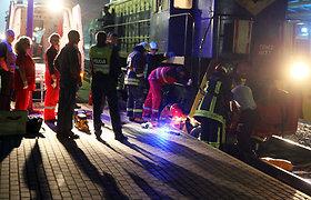 Kaune vyko dramatiška žmogaus gelbėjimo iš po traukinio operacija (nuotraukos, atnaujinta)