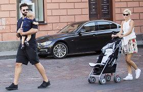 Linas Kleiza su žmona Agneta ir sūnumi paskutinį vasaros sekmadienį leido sostinės senamiestyje