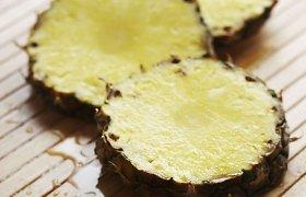 Iš rinkos surenkami nesaugūs dangteliai stiklainiams ir konservuoti ananasai