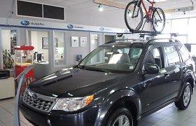 """Naktį Panevėžio vagys įsibrovė į """"Subaru"""" saloną: pagrobė firminį dviratį ir apgadino visureigį"""