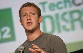 """""""Facebook"""" įkūrėjas Markas Zuckerbergas 2004-aisiais: """"Facebook"""" vartotojus vadino kvailiais ir piktnaudžiavo privačiais duomenimis"""