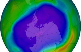 Mokslininkai: pavasarį virš Arkties gali atsiverti milžiniška ozono skylė