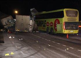Vilkiko ir autobuso avarija Estijoje