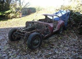 "Atkurtas beveik sunykęs itin retas 1961 m. ""Jaguar E-Type"" automobilis"