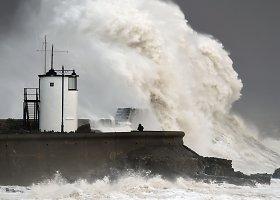 Stiprūs vėjai siaučia Didžiosios Britanijos ir Prancūzijos pakrantėse